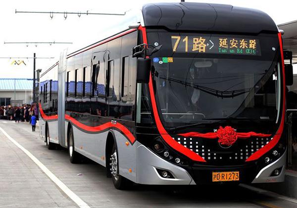 宇通为上海中运量计划打造的高颜值18米双源无轨电车
