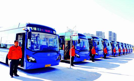 青岛西海岸新区真情巴士的智慧公交和新能源公交车应用成为亮点.