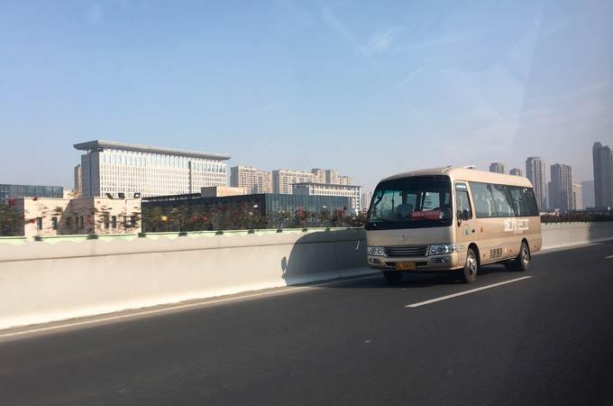 温州快运使用金旅考斯特作为商务快车