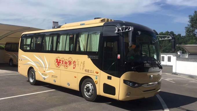 服务三峡景区中通纯电动旅游车