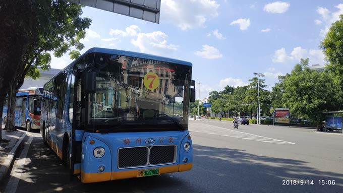 梅州街头的流动风景——海格风景纯电观光巴士
